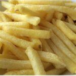 Υπάλληλος των McDonald's δείχνει τι κάνουν όταν ο πελάτης ζητάει φρέσκιες τηγανητές πατάτες (vid)